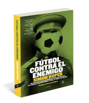 futbol contra el enemigo